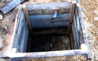 Самодельная сливная яма из дерева, кирпича или бетона